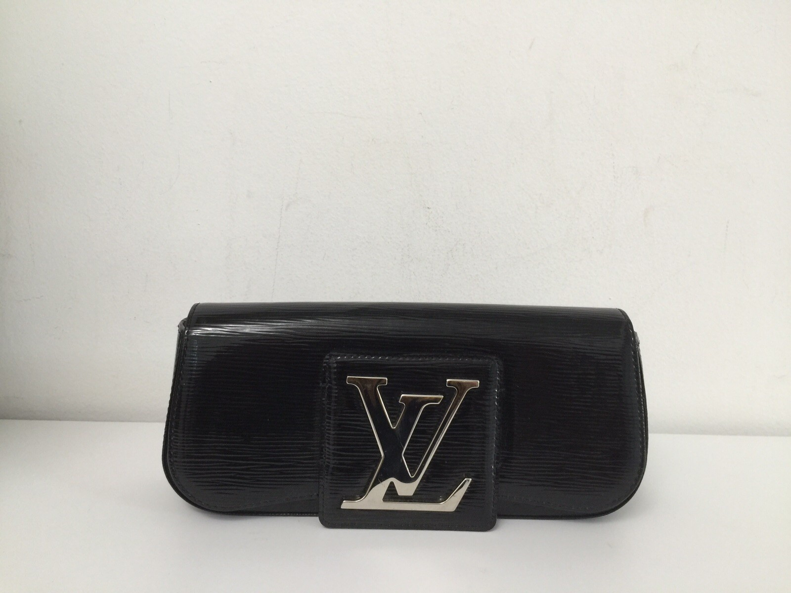 Clutch epi verniz- Louis Vuitton (NOVA)